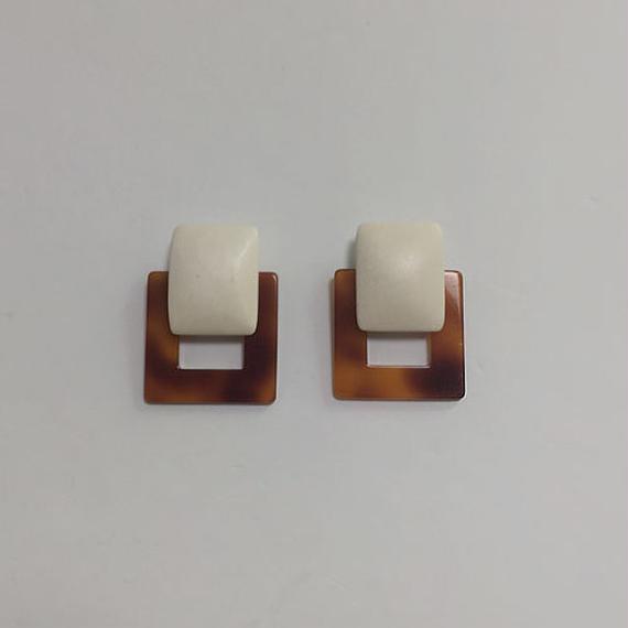 square motif pierced earrings