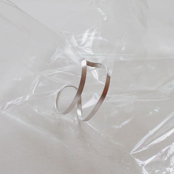 -2 colors- twist solid bangle