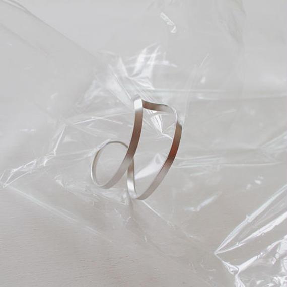 -2 colors- twist solid bangle