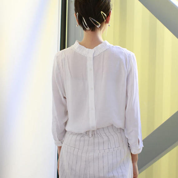 tuck lace pointed blouse