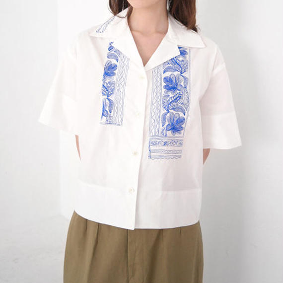 embroidery open collar shirt
