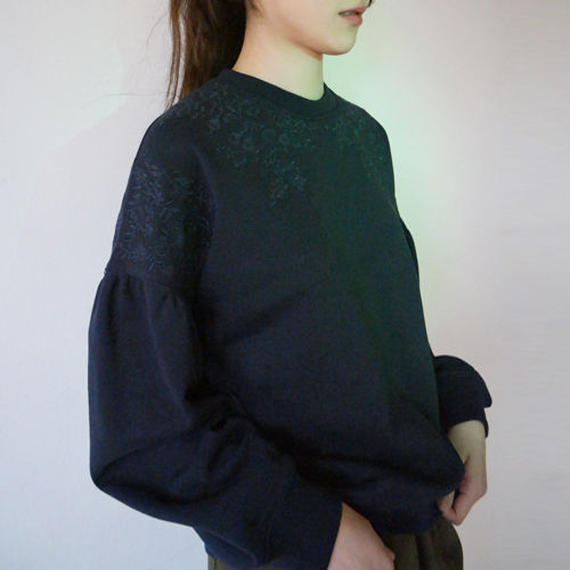 embroidery puff sleeve sweat