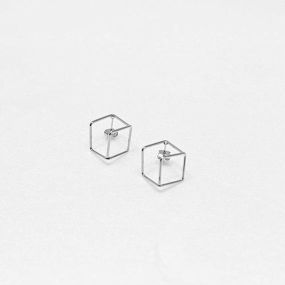-minimal shape- square pierced earrings