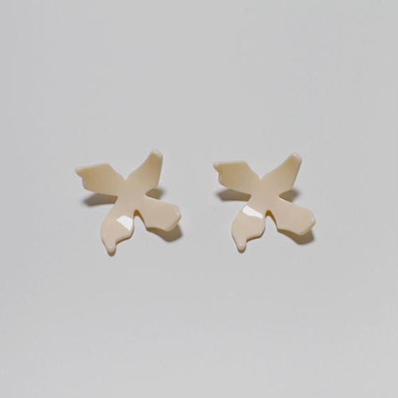 acrylic flower motif pierced earrings