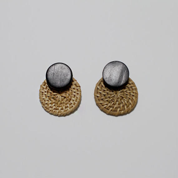 wood & straw round pierced earrings