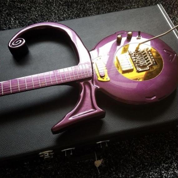 変形エレキギター プリンス風 ノーブランド品