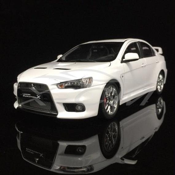 【新品】1/18 三菱 ランサーエボリューションX ホワイト モデルカー