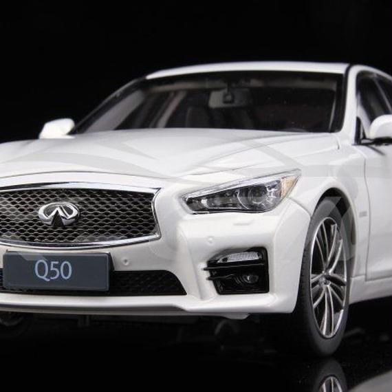 【新品】1/18 Infiniti Q50 インフィニティ モデルカー ホワイト