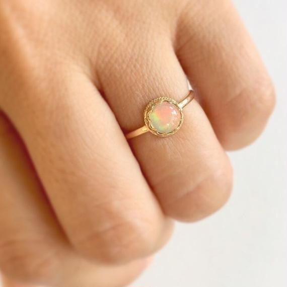 18ct Gold One of a kind * Ethiopian opal moon vintage ring*