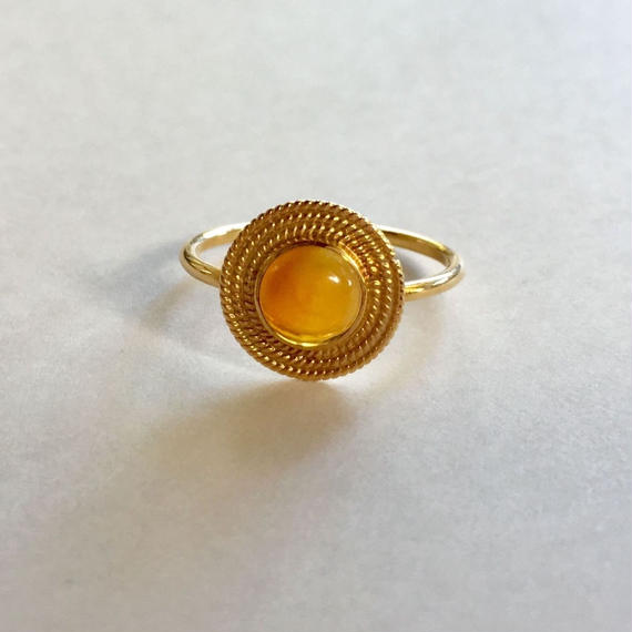 18ct gold Saturn Ring/orange ethiopian opal