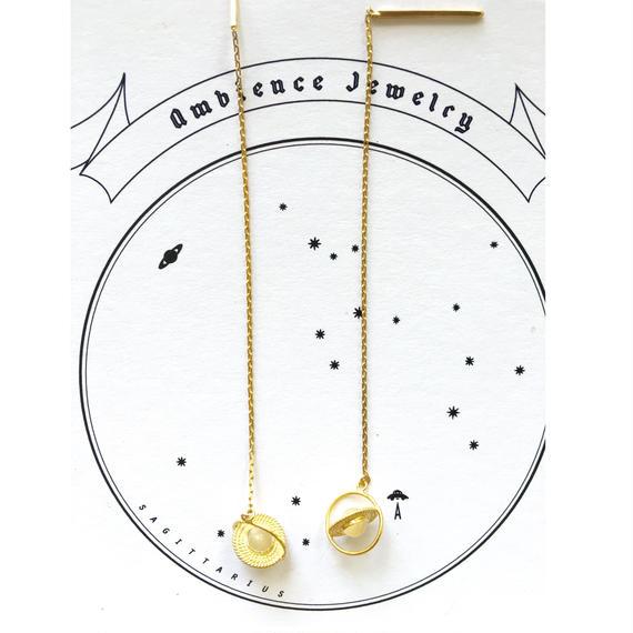 Saturn pierce / earring / mother of pearl