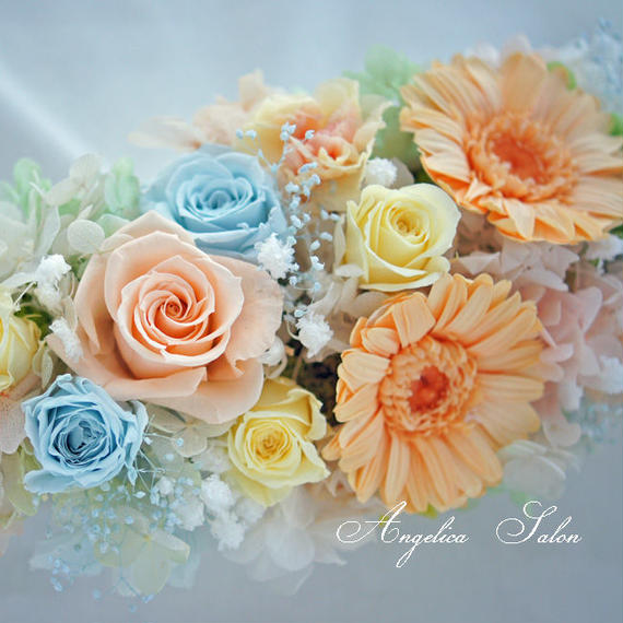お誕生日、開業祝いにもおすすめ!ガーベラ、バラ、カスミソウ、カーネーション入り、35cmの華やかプリザーブドフラワーアレンジ