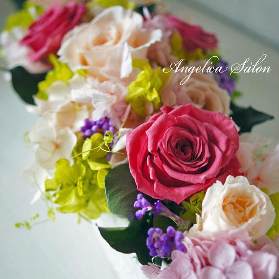 大人華やかなプリザーブドフラワー。華やかライラックピンクとサーモンのバラのアレンジ