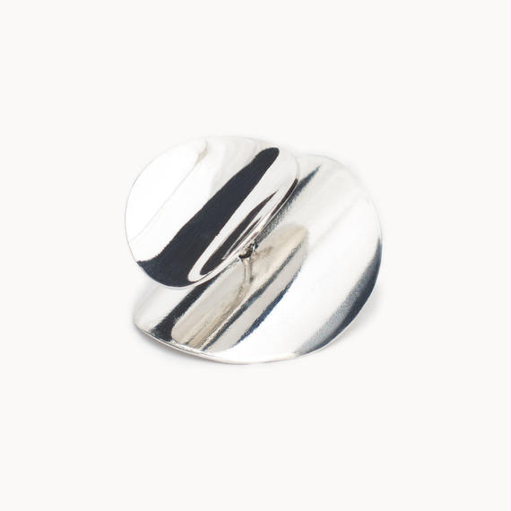 Curved disk earring | Polished - INCURVARE