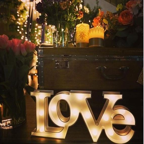 Hollywood sign light : LOVE