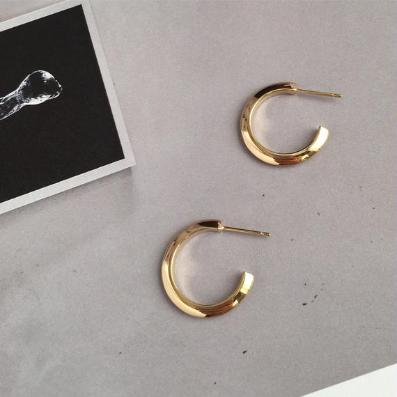 Theo Ⅱ pierced earring in gold