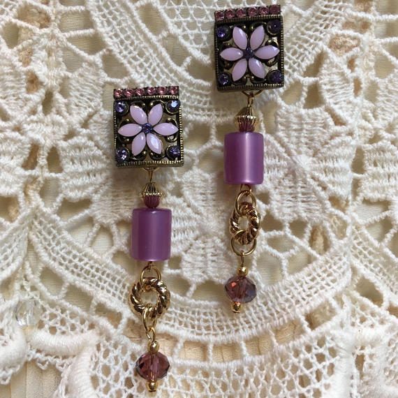 Vintage Square Earring with Swing Stone by freaque