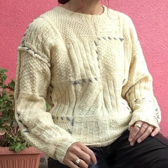ヴィンテージ  ブルーの毛糸飾りの手編み セーター