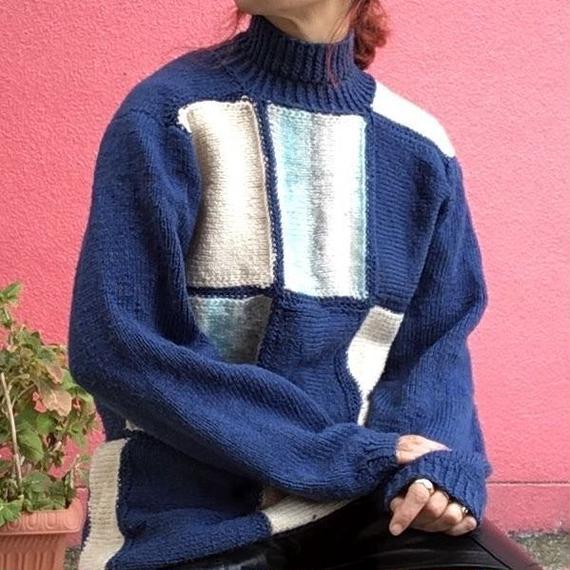 ヴィンテージ  ブルーのパネル柄 手編みのハイネックセーター