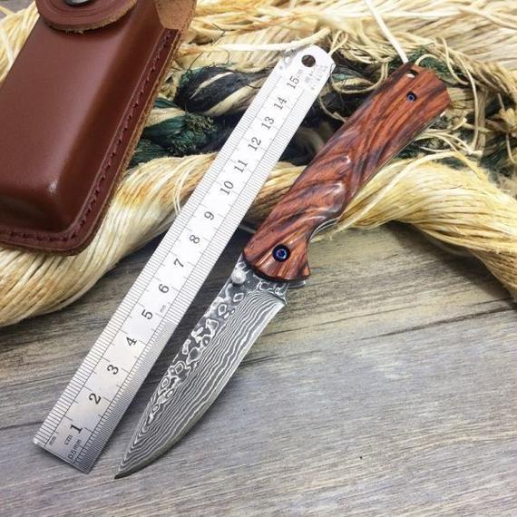 【送料無料!】ミニポケットナイフ小さな木製のハンドルキーチェーンナイフポータブルEDCツールの狩猟ナイフサバイバル折りたたみナイフダマスカス刃 【新品】