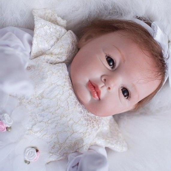 【送料無料!】リアルな新生児 高級 海外 赤ちゃん人形 ベビー人形 ベビードール 抱き人形 衣装付き かわいい 白 50cm【新品】