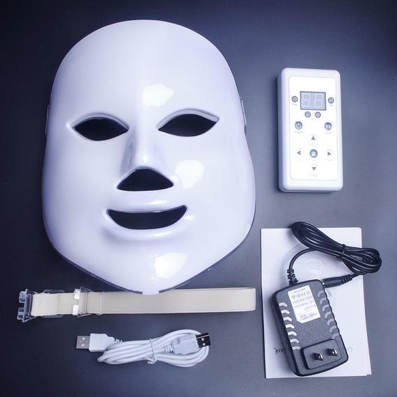 【送料無料!】光学美容 美顔器 LEDマスク 7色 美容 フェイスケア しみ、しわ、お肌にハリ たるみ対策【新品】