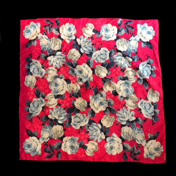Red flower patten scarf