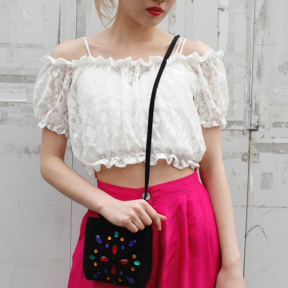 White off-the-shoulder cropped tops / オフショルダークロップドトップス