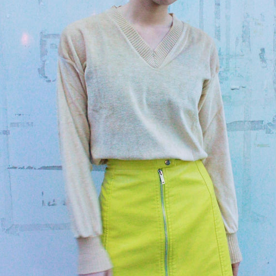 V neck light beige tops /Vネックトップス