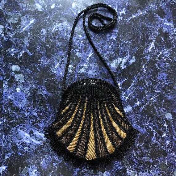 Shell beads shoulder bag