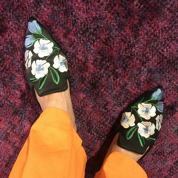 Flower Embroidery Shoes / brack