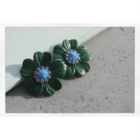 【Earing】Green leather flower