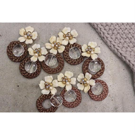 Rattan hoop flower