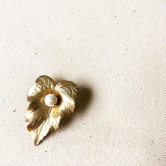 "U.S.A. Vintage Leaf Brooch""Sarah Coventry ""  (一部金具不足)"