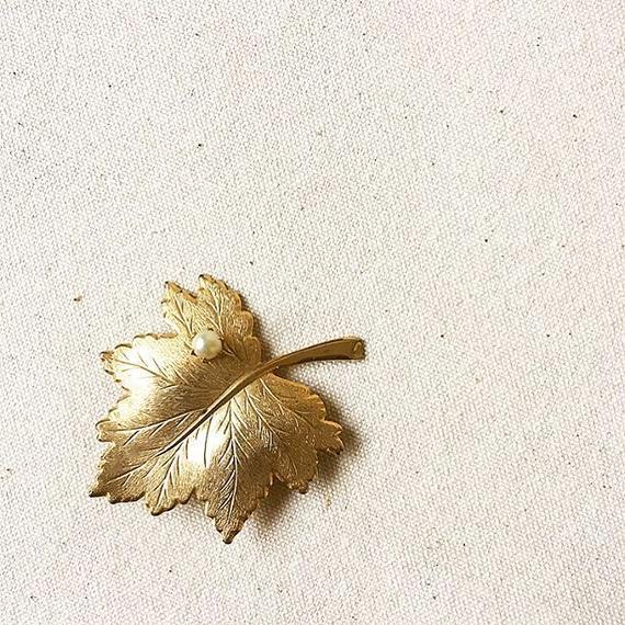 "U.S.A. Vintage Leaf Brooch ""Sarah Coventry"""