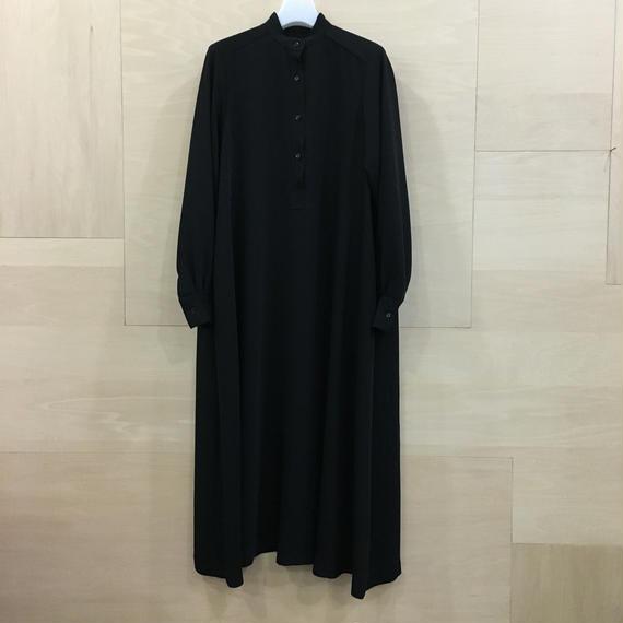 Graphpaper / GL191 60070B / Satin Band Collar Dress (BLACK)