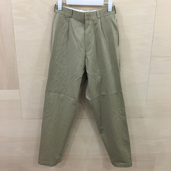 YAECA / 68602 / チノ タックテーパード (KHAKI)
