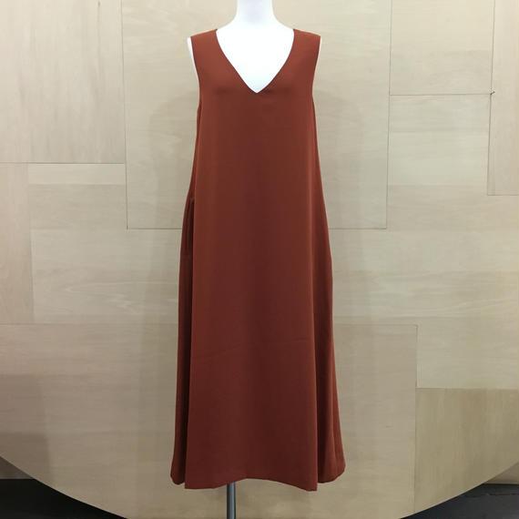 Graphpaper  / GM183 60023 / Satin V Neck Sleeveless Dress (BRICK)