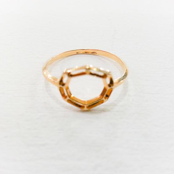 ANNE THOMAS / ring