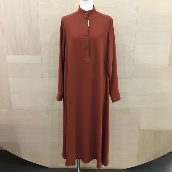 Graphpaper  / GM183 60042B / Satin Band Collar Flare Dress (BRICK)