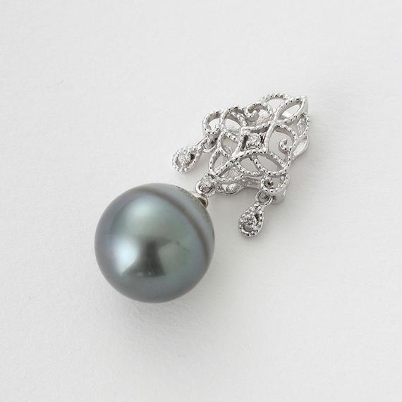 【SALE】クラシカルな美しさ、南洋真珠のダイヤ添えペンダントトップ