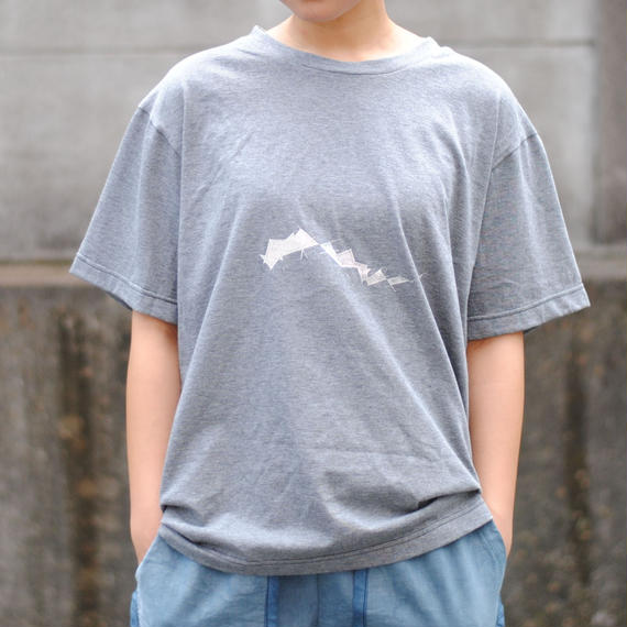 ・てん/直線曲線Tシャツ(濃灰)