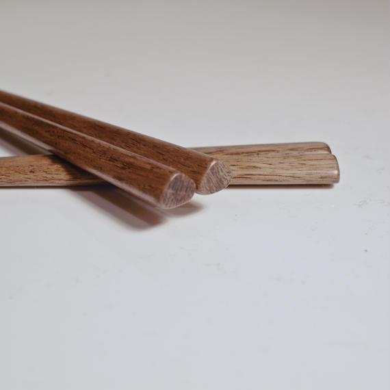 子ども用・正しい持ち方をしている人の箸〈拭き漆仕上げ 〉
