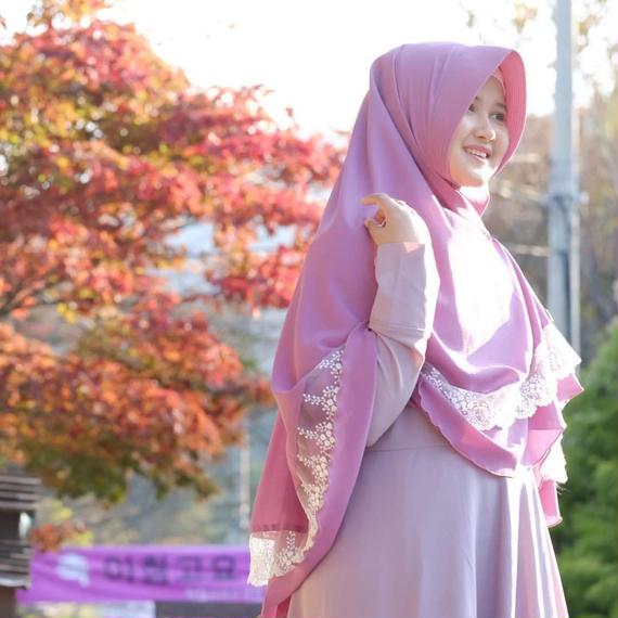 Najwa Khimar with Exclusive Lace