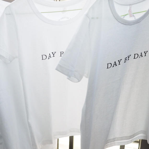DAY BY DAY Tシャツ レディース