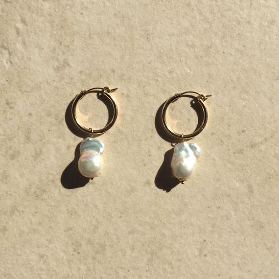 Baroque pearl hoop pierced