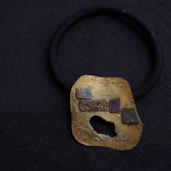 真鍮と銅を組み合わせたヘアゴム