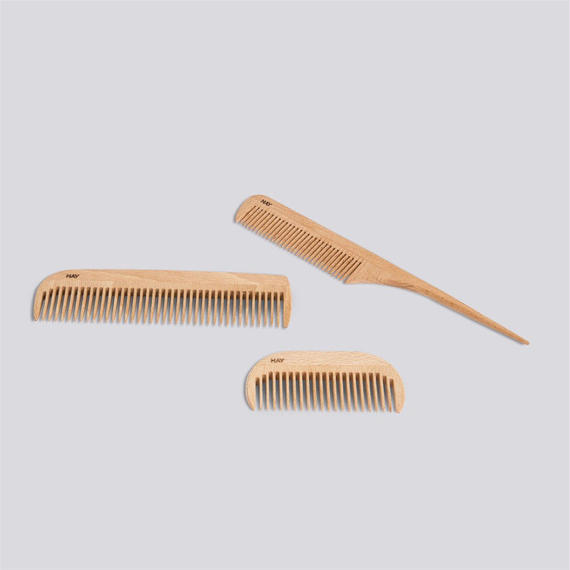 HAY COMB WITH HANDLE IN NATURAL BEECH WOOD