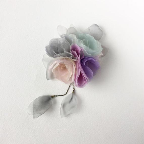 小さな花束のコサージュ / グレー × ブルー