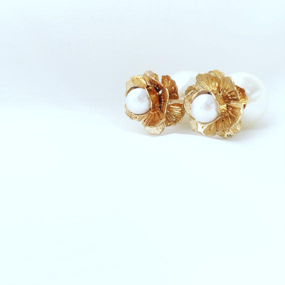 ★残り1点★flower pearl catch pierce